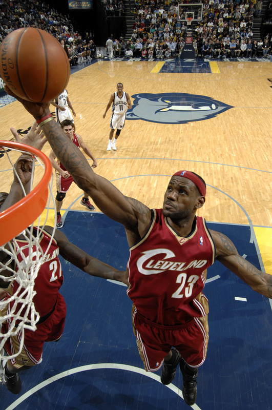 Lebron James  shoots  the  layup in a  game  played  against  the  Memphis  Grizzlies   ....................