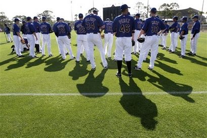 Mets' players  gather  at the  start  of  spring  training  baseball  practice at  the  team's  facility  in  Port  St Lucie , Fl.   picture  appears  courtesy of  ap/photo/Jeff  Roberson ......................