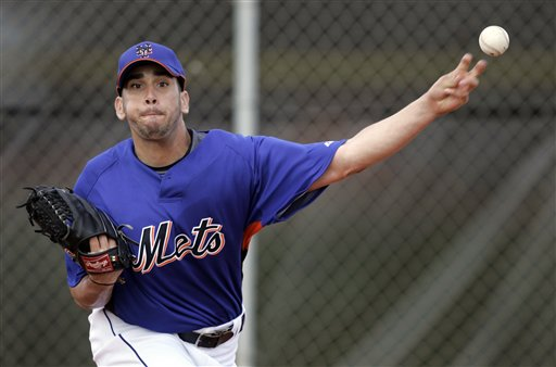 Oliver  Perez of  the Mets gets  some  action in during  a  pitching  session  at the  team's  training  facility.   picture appears  courtesy of ap/photo/ Jeff  Roberson ..................