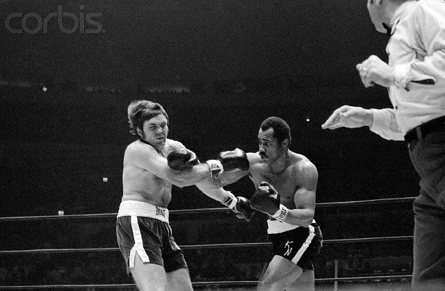 Ken Norton faces  Jerry  Quarry  in a heavyweight  title   eliminator ..........