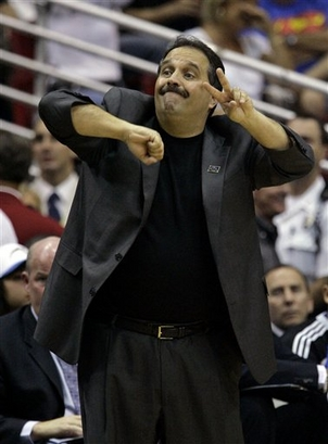 Coach  Stan  Van Gundy of the  Magic   signals  to  his players   that  he'd  like to  see  more  effort  shown  oncourt   by  his players.