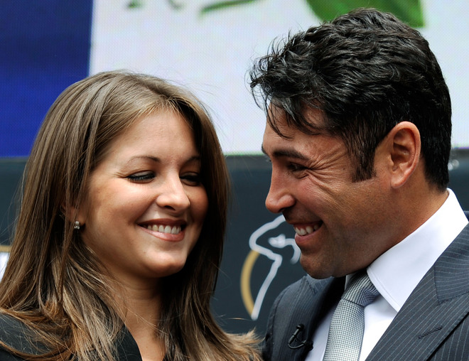 De La  Hoya  and  his  wife  singer  Mille Corretjer  after the  announcement of his retirement  from  the  sport.
