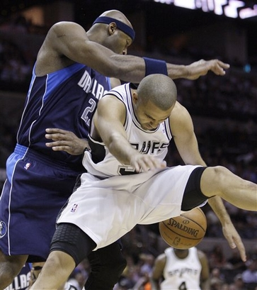 Erick  Dampier  of the  Mavericks  and the  Spurs'  Tony  Parker  contest  a  loose  ball.