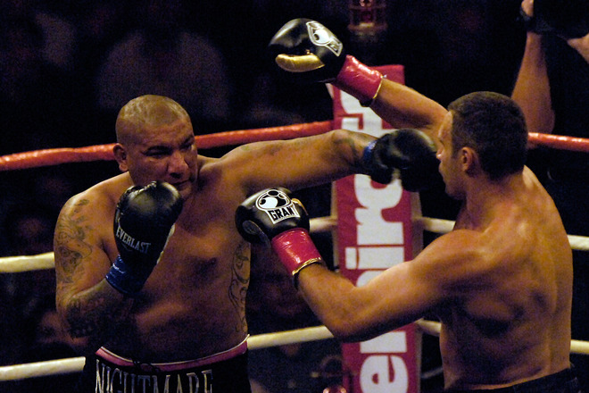 Arreola throws  a  left  against  Klitschko   during  their   bout  .   picture appearas  courtesy  of   getty  images /  Jacob  de Golish  .....................