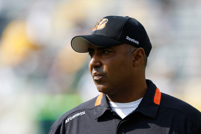 Bengals'  coach  Marvin  Lewis  watches  the  action  as  his team  goes   on to  defeat  the  Green Bay Packers 31-24 at   Lambeau  Field  ,  Green  Bay , Wisconsin,.   picture ppears courtesy  of   getty  images/ Scott  Boehm  .................