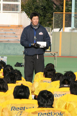 Kentaro  Namiki ,  a  quarterback  with  the  X  League  in  Japan  and a  player  with   the  Asahi  Beer  Silver  Star  conducts  a  clinic   with   high  school   players  about the  importance  of  leadership,  education  and  the  pleasure   that   can  be  had   from  within the  NFL  game  of   football.   These  are  the  very   same  ideals that  the  NFL  adheres to and  preaches  to    young   kids.     picture   appears  courtesy   of  the  Japan  Times  /  Haro  Noguchi  ............................