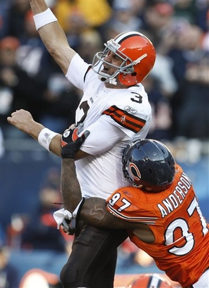 Chicago Bears' defensive end  Mark  Anderson puts pressure  on  Browns'  quarterback  Derek  Anderson   in an  NFL  game  played   at   Soldier Field  in  Chicago  , Illinois.   The  Bears   would   go  on  to  defeat   the  Browns   30-6   in a  lopsided  game.     picture appears  courtesy  of  ap/photo/  Nam Y  Huh  ..................