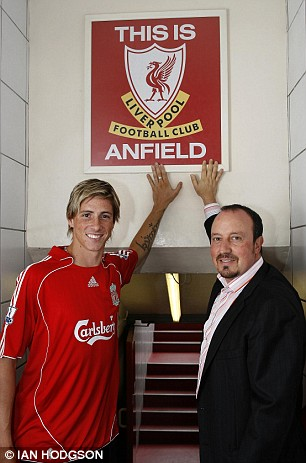 Fernando Torres  and   Liverpool  coach  Rafael  Benitez (right)  seen  here  at   Anfield  ,  home   of Liverpool FC  .  picture  appears courtesy   dailymail.co.uk/  Ian  Hodgson  ..............