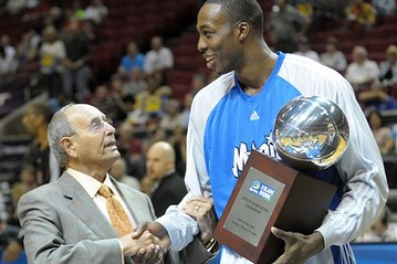 Orlando  Magic owner  Rich  Devos  shakes  hands  with  the team's  All  Star  center  Dwight  Howard .   picture  appears  courtesy of  ap/photo/  R B  Hapgoode  .................