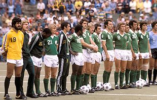 The  New  York  Cosmos  line up  prior  to an  NASL  match  held at  Giants  Stadium  , East Rutherford ,  New  Jersey .   At  the  time  Pele'  was  one  14 international   players on  the  Cosmos  roster.   There  weren't   any  rules  in   place   limiting  the  number  of  international  players  a  team  could  have  at  its  disposal   for  a  game.    picture appears  courtesy  afp/  Paul  Wright  ...........