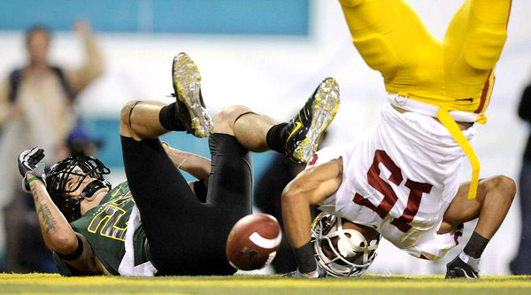 USC cornerback  Kevin Thomas (15) lands   awkwardly  after  breaking  up  a  pass  intended   for  the  Oregon Ducks'   wide   receiver  Jeff  Maehl    during  the  game   between  the   two  PAC-10   conference  rivals  played  at Autzen  Stadium  ,  in  Eugene  , Oregon.    picture  appears  courtesy of  latimes.com/  Wally   Skalij  ..............