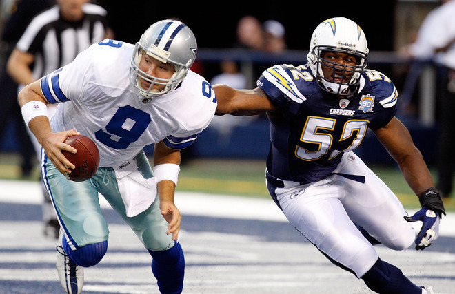 Arlington, Tx,. December  13th, 2009.Chargers' offensive lineman Larry English (#52) gives  chase to Cowboys'  quarterback, Tony Romo (#9) in a  game played at   Texas Stadium  in  Arlington  , Texas.  The  San  Diego  Chargers  would  go on to  defeat  the   Dallas Cowboys  20-17 .picture appears   courtesy of Getty Images/ Ronald  Martinez .....