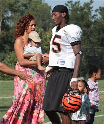 In this Aug. 2009 photo, Cincinnati Bengals receiver Chris Henry is pictured at Bengals training camp at Georgetown College in Georgetown, Ky. with his girlfriend Loleini Tonga and their three children. Police say Cincinnati Bengals receiver Chris Henry suffered serious injuries Wednesday, Dec. 16, 2009 after falling out of the back of a pickup truck during a domestic dispute with his fiancee Tonga. picture appears courtesy of  ap/photo/Dayton Daily News/ Barry D. Scheffel  .........  (mandatory credit)