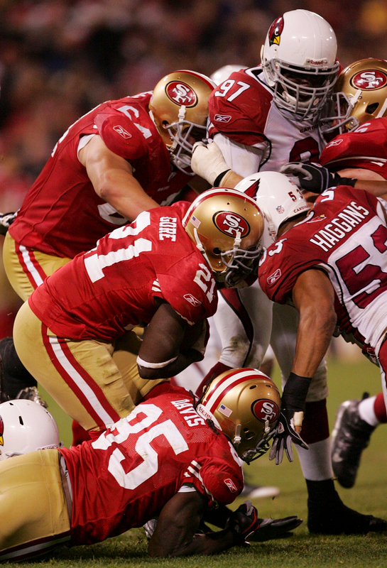 San Francisco, December 14th, 2009. Running back Frank Gore (#21) of the San Francisco 49ers rushes with the ball against the Arizona Cardinals at Candlestick Park in San Francisco, California.   picture appears  courtesy of Getty Images/  Ezra  Shaw  ................