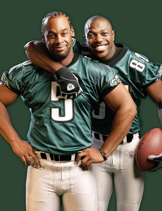 McNabb  and  Owens seen  here  as  teammates  for  an  official  picture  of  the  duo  .  After of something  of  a short lived career in  a Philadelphia Eagles'  uniform   . The  player  still  part of the equation  with the  Eagles  and  they've sent  him  packing to  the  Dallas Cowboys.  picture  appears  courtesy of  Al  Tielmans   ...............................