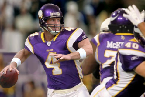 <strong> Favre  on the  field  of   play   for   the   Vikings  <s/trong>