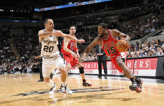 John Salmons (#15) of the Chicago Bulls drives down court against Manu Ginobili (#20) of the San Antonio Spurs on January 25, 2010 at the AT&T Center in San Antonio, Texas.