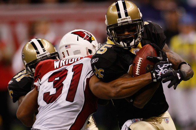 Reggie Bush (#25) of the New Orleans Saints runs the ball against Jason Wright (#31) of the Arizona Cardinals during the NFC Divisional Playoff Game at Louisana Superdome on January 16, 2010 in New Orleans, Louisiana.  picture appears  courtesy of  Getty Images/ Chris Graythern ......