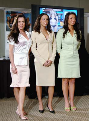 Auditions   were held  at    a  New  York  venue   for  the  fledgling   start up   of   Naked  News  USA.  (L-R) <strong> Valentina Elizabeth, Kortney Kaiser and Holly Eglinton </strong>, the three finalists in a 'talent search' contest for the Internet's 'Naked News in New York, May 2007. photo  appears  courtesy  of   Associated  Press/Naked Broadcasting  Network ...........................