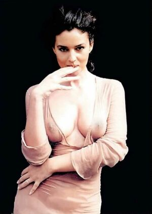The  <strong>  always sensuous  <em> ravishing , captivating </em> and  sexually  alluring Italian  actress    Monica  Bellucci </strong>  .   There aren't   too  many  actresses  around  with  her   sort  of   <strong> sex  appeal </strong>   by  far  !