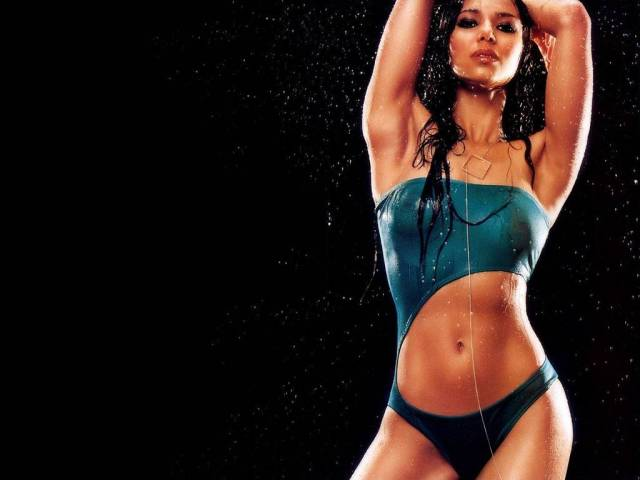 <strong>  Roselyn  Sanchez </strong>  all  wet  and  wild ......