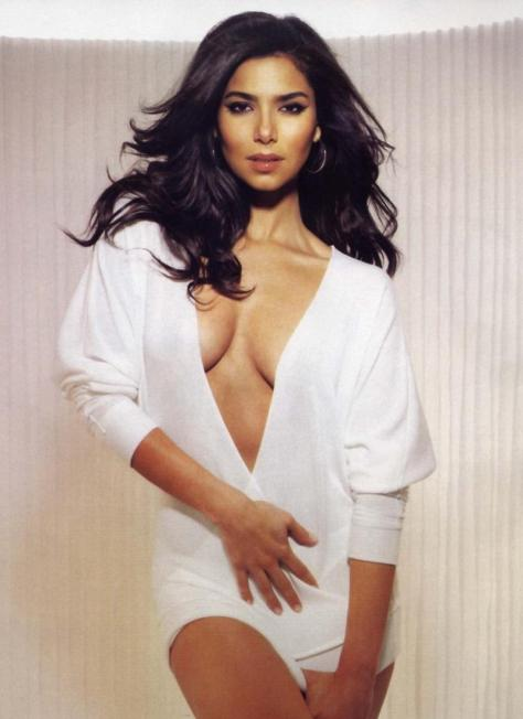 The  <strong>  delectable <em>  and   always  delightful </em>  Roselyn   Sanchez</strong> . Who  could  ask for  anything  more  ?