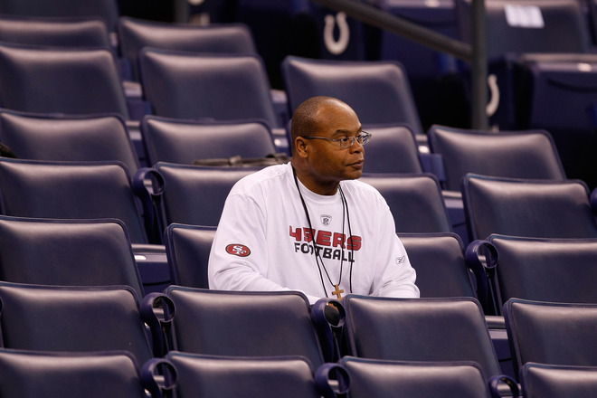 Indianapolis : Head coach Mike Singletary of the San Francisco 49ers watches drills on the field during the NFL Scouting Combine presented by Under Armour at Lucas Oil Stadium on February 27, 2010 in Indianapolis, Indiana. photo appears courtesy  of  Getty  Images/  Matt  Boehm  .............