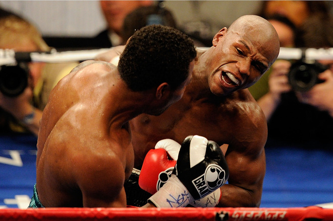 """<font face=""""new times roman"""" size=""""3"""">  Floyd Mayweather Jr. throws a right to the body of Shane Mosley during the welterweight fight at the MGM Grand Garden Arena on May 1, 2010 in Las Vegas, Nevada.   Getty  Images/  Ethan  Miller  </font>"""