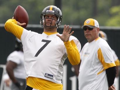 Pittsburgh Steelers quarterback Ben Roethlisberger (7) takes part in the NFL football team's voluntary workout Monday, June 31, 2010. (AP Photo/Gene J. Puskar)