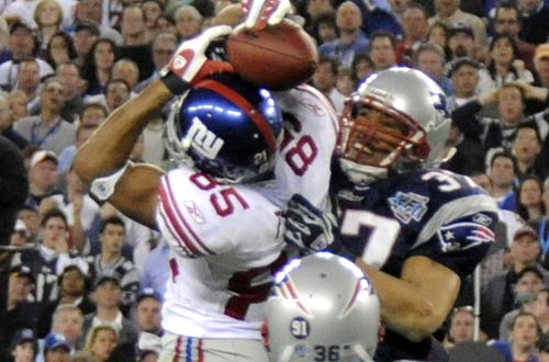 Perhaps the most famous reception in Superbowl history David Tyree's acrobatic catch in Superbowl 42 (SB XLII ) . The New York Giants would go on to defeat the New England Patriots 17-14 in a game played at Phoenix Stadium , Glendale , Arizona. AFP / Arturo Morales ...........