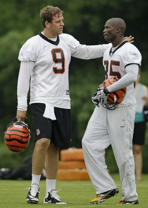 Cincinnati Bengals quarterback Carson Palmer(notes) (9) talks with wide receiver Chad Ochocinco(notes) (85) during the NFL football team's first practice, Thursday, July 29, 2010, in Georgetown, Kentucky. Associated Press / Al Behrman ...