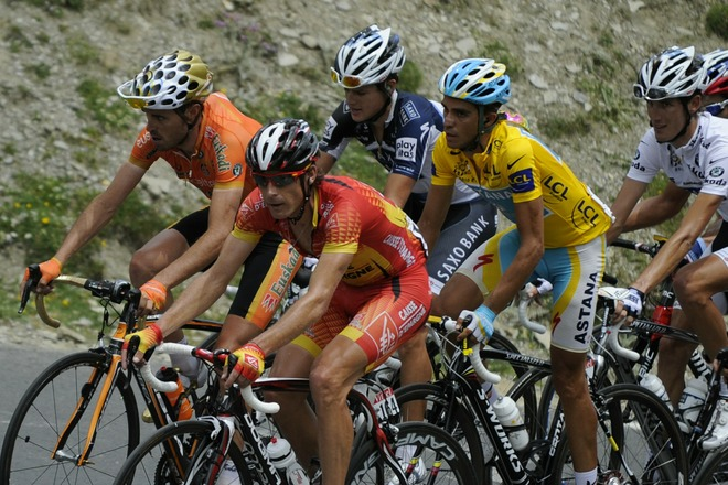 LtoR, Spain's Samuel Sanchez, Spain's Ivan Gutierrez, Yellow jersey of Overall leader, Spain's Alberto Contador and White jersey of Best Young, Luxembourg's Andy Schleck ride in the 199,5 km and 16th stage of the 2010 Tour de France cycling race run between Bagneres-de-Luchon and Pau, Southwestern France, on July 20, 2010. AFP/Getty Images/LIONEL BONAVENTURE