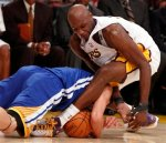 Los Angeles Lakers power forward Lamar Odom, right, and Golden State Warriors point guard Jeremy Lin, left, battle for a lose ball during the second half of an NBA basketball game in Los Angeles , Sunday, October 31, 2010. The Lakers won 107 to 83. AP Photo/Lori Shepler .......