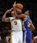 Los Angeles Lakers small forward Matt Barnes (9) and Golden State Warriors small forward Rodney Carney (25) battle for the ball during the first half of an NBA basketball game in Los Angeles , Sunday, Oct. 31, 2010. AP Photo/Lori Shepler .......>