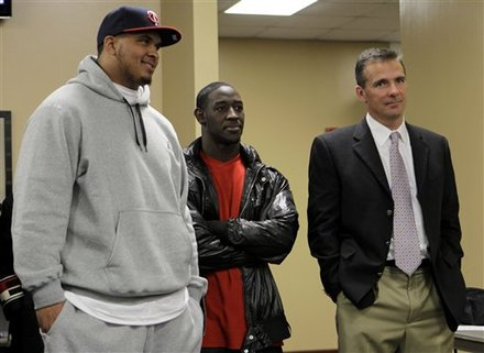 Florida center Mike Pouncey, left, and safety Ahmad Black stand with Florida football coach Urban Meyer after Meyer discussed his resignation, at a news conference in Gainesville, Fla., Wednesday, Dec. 8, 2010. AP Photo/John Raoux ......