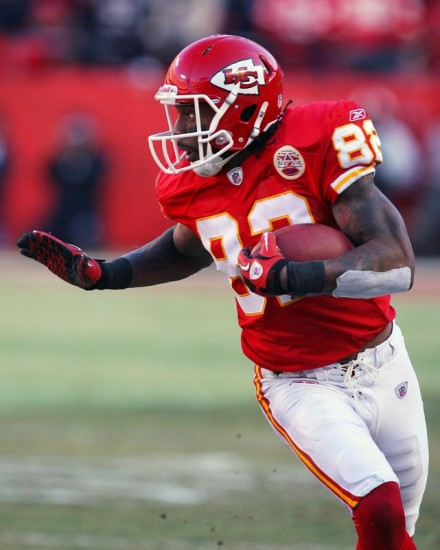 Kansas City , Mo,. Wide receiver Dwayne Bowe (82) of the Kansas City Chiefs runs down field in a game against the Oakland Raiders at Arrowhead Stadium on January 2, 2011 in Kansas City, Missouri. The Raiders won 31-10 . Photo by Tim Umphrey/Getty Images .......