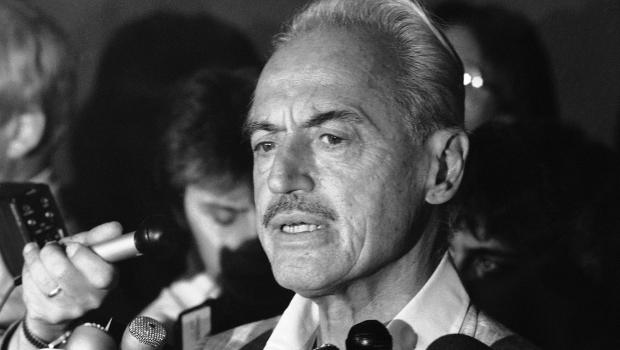 (6) MLBPA Executive Director Marvin Miller , is seen granting an interview with the convened press . Miller , the first director of the Players' Union died at the age of ninety-five , due to ill-health and old age . Many of his contemporaries and team owners have offered their condolences , upon hearing the executive's passing . Courtesy of CBS news @ copyrighted material all rights reserved ...