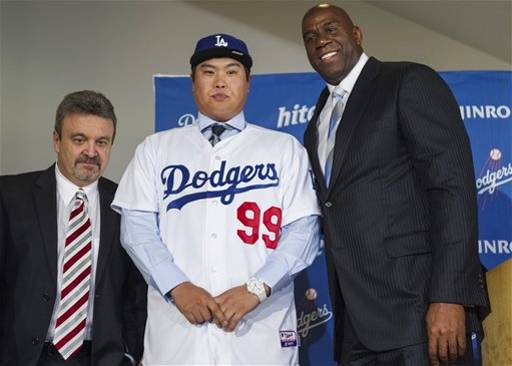 (6) Los Angeles Dodgers general manager Ned Colletti, left, and co-owner Magic Johnson, right, present pitcher Ryu Hyun-Jin, center, of South Korea, during a baseball news conference announcing his $36 million, six-year contract, Monday, Dec. 10, 2012, in Los Angeles. Ryu becomes the first player to go directly from the Korea Baseball Organization to the United States big leagues. (AP Photo/Damian Dovarganes)
