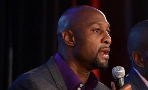 (7)    Alonzo  Mourning   now a  senior   executive  within   the  Miami  Heat    organization   has   been  extremely  critical  of    former   Heat   player    LeBron  James   after  his   decision  to  leave  the  franchise  and    return  to  the   Cleveland   Cavaliers  .  Mourning ,   failed  to   suggest   why  Heat   failed  to  surround   James     with   players   complementary  to   his    skills    capable  of   actually   of  being   competitive   enough  to  have   won   last    season's   NBA  title  .   Getty   Images/  Paul  Miller